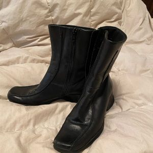 Kenneth Cole Black boot size 6.5